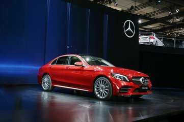 北京奔驰全新A级三厢版车型上市 又一位豪华品牌国产入门级三厢