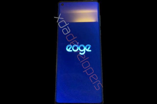 摩托罗拉的零边框Edge手机可能包括更实惠的型号