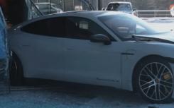 汽车资讯:盖伊击沉保时捷经销店内的全新Taycan Turbo S